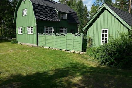 Master Carpenters 1920s house in idyllic setting!