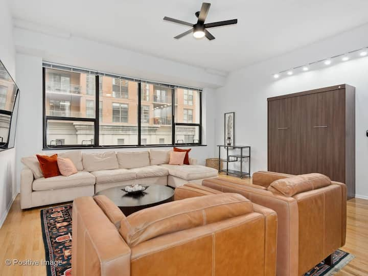 ✚NEW✚ 1BR South Loop Loft I Steps to Grant Park