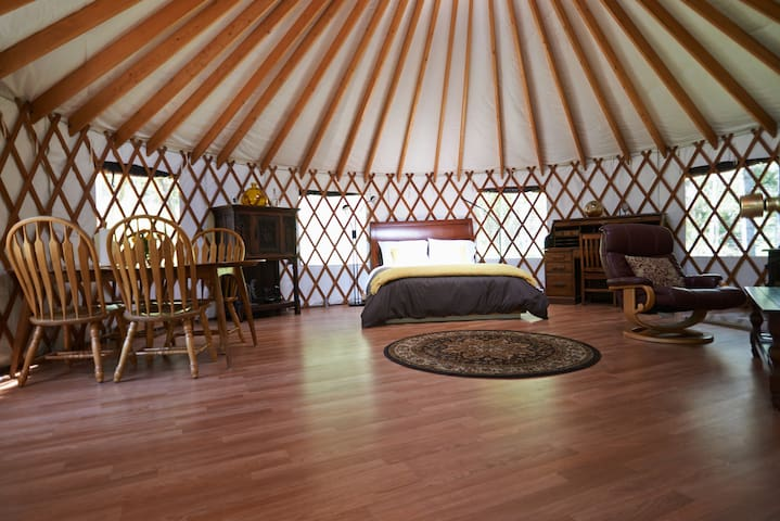 Rustic Forest Retreat - Forest Knolls - Yurt