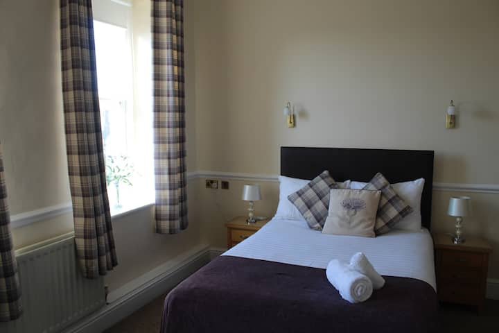 The Manor - Double room with ensuite and shower