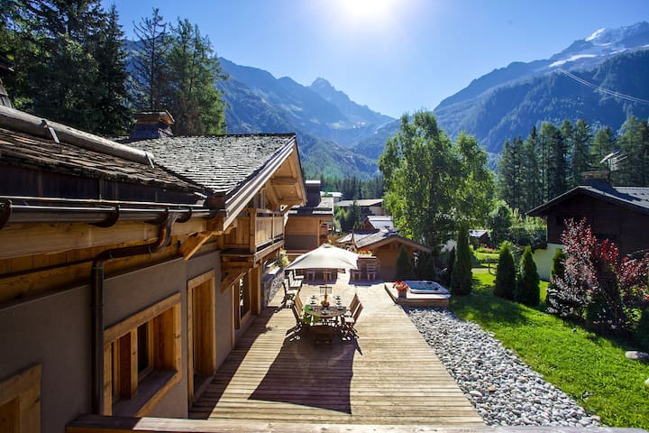 Hamlet of 4 luxury chalets : 10 to 50 people