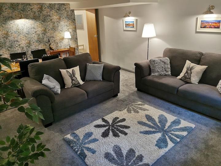 High standard beautiful newly furbished large flat