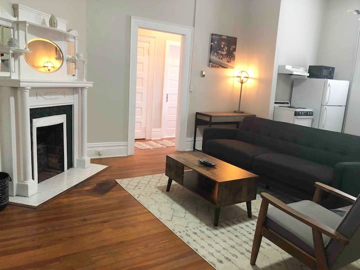 Cozy & Charming Southern Mansion 1bed/1bath Unit
