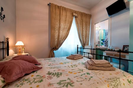 Olive camera matrimoniale in B&B - Passo Corese - 家庭式旅館