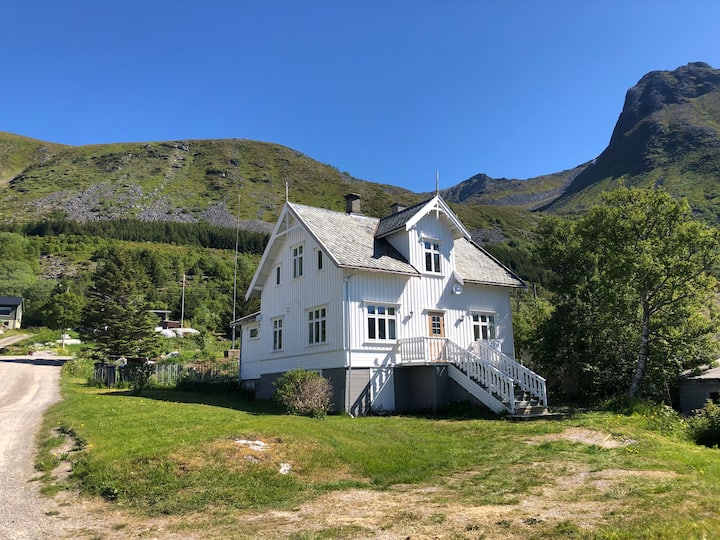 Charming house in the middle of Lofoten