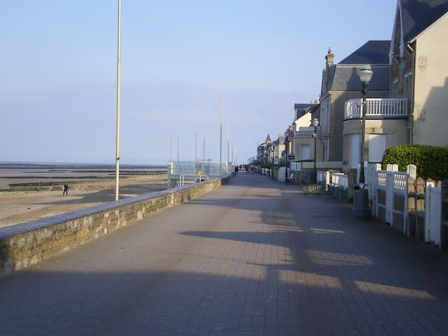 Studette pour deux - Saint-Aubin-sur-Mer - Guesthouse