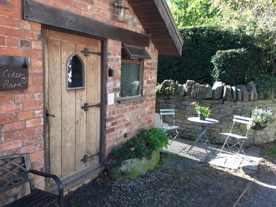 Hundreds of lovely stays and reviews for a cider barn down a quite lane. Oposite the Lychgate of the Norman church........ parking outside the front door ..........very relaxing cosy comfortable romantic getaway .