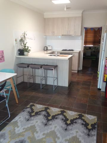 Inner West - Neat and Tidy Easy Stay - Maidstone - Ev