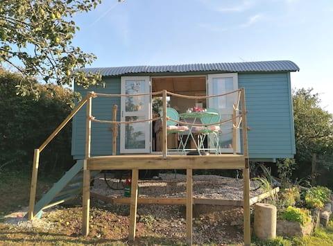 Self-contained hideaway, en-suite, secret Cornwall