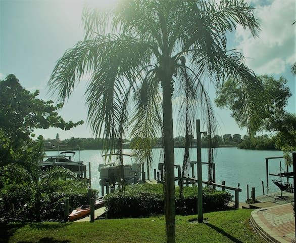 WaterFront Cove, 0.5 Mile to Beach, Bikes, Kayaks - Bonita Springs - Huis