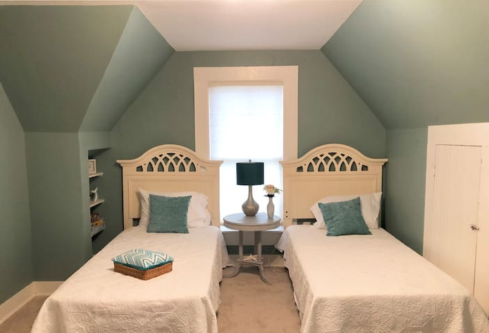 Bedroom 3, The Seaside Room
