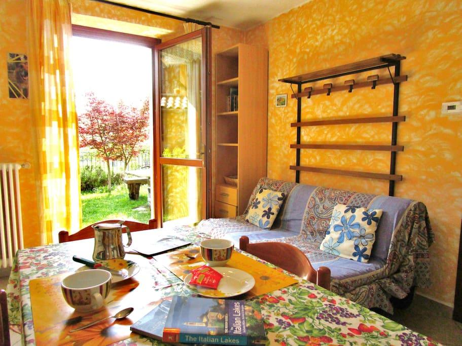 Casa con giardino wifi e parcheggio privato appartamenti in affitto a breglia lombardia italia - Casa con giardino milano ...