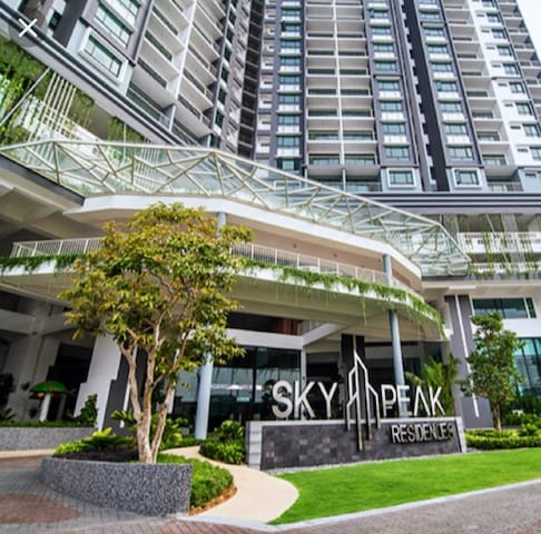 Polar Stay @ Setia Tropika (Sky Peak)