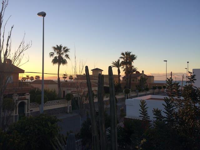 Chalet con jardin en la playa - Almería