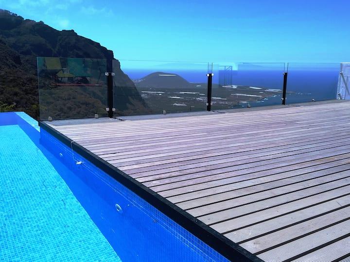 Casa con espectaculares vistas y piscina climatiza