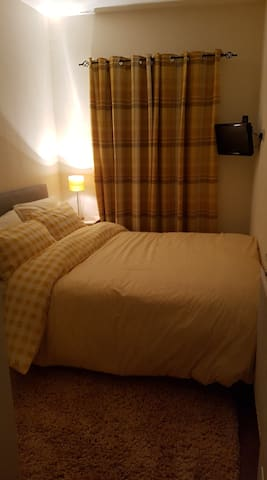 Warm and cosy bedroom...FEMALES ONLY
