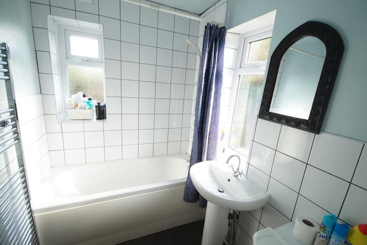 Single Room in Birmingham Close to it all