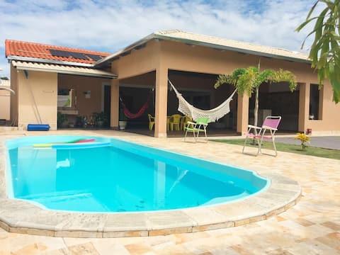 Linda casa, 5 quartos, piscina aquecida, novinha