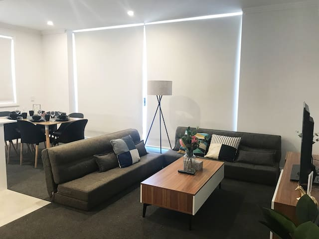 Penrith 2Br Fancy Apt close Shopping Mall+Parking