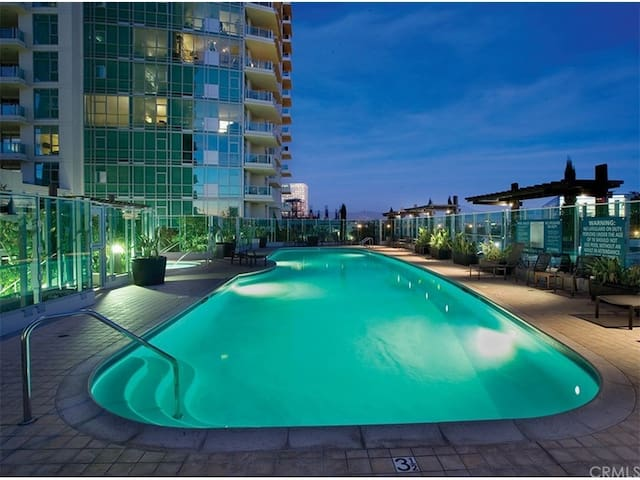 Luxury High Rise  Condo at Heart of Irvine