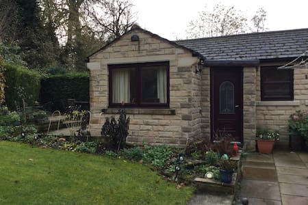 Private and secluded base in beautiful Yorkshire. - Fenay Bridge - Bungaló