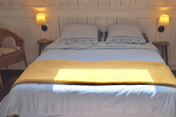 deluxe linens, great pillows