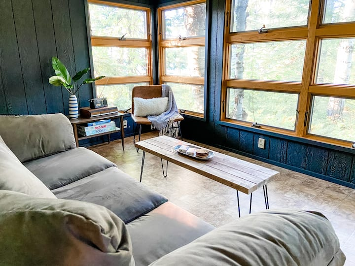 Fresh Coast Cabins #4: A Cozy Hangout next to Lake Superior
