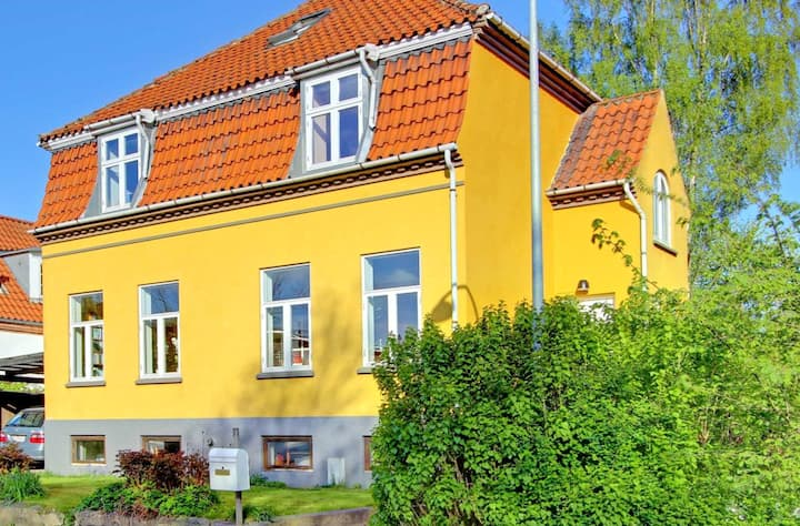 Bright & spacious 4 floor house with large garden