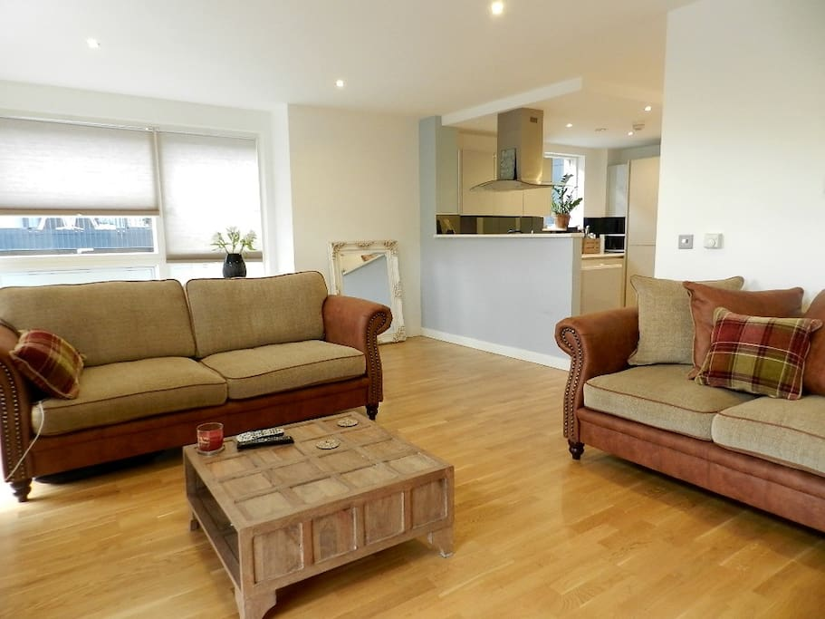 Underfloor heating in entire flat. Classic style furniture in a modern setting.
