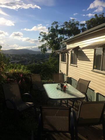Private room in Cute Queenslander inc. breakfast!