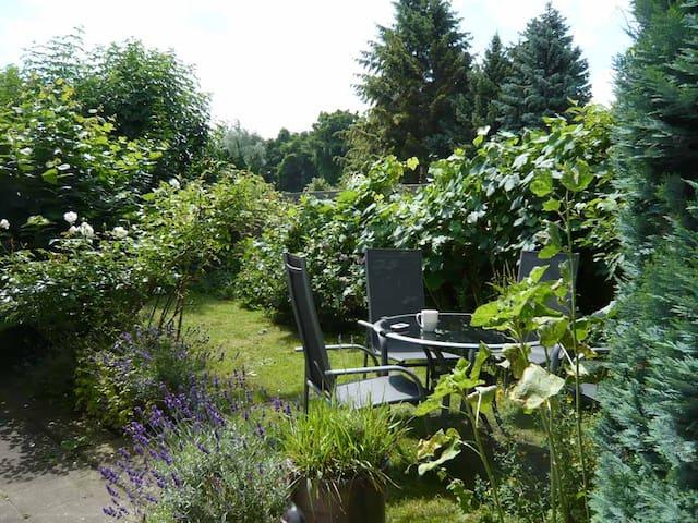Gemütliches Haus mit Garten und guter Atmosphäre - Hürth - Dům