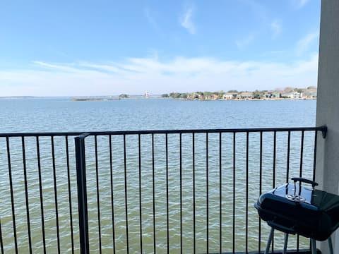 213 The Lakeside Retreat: Water views