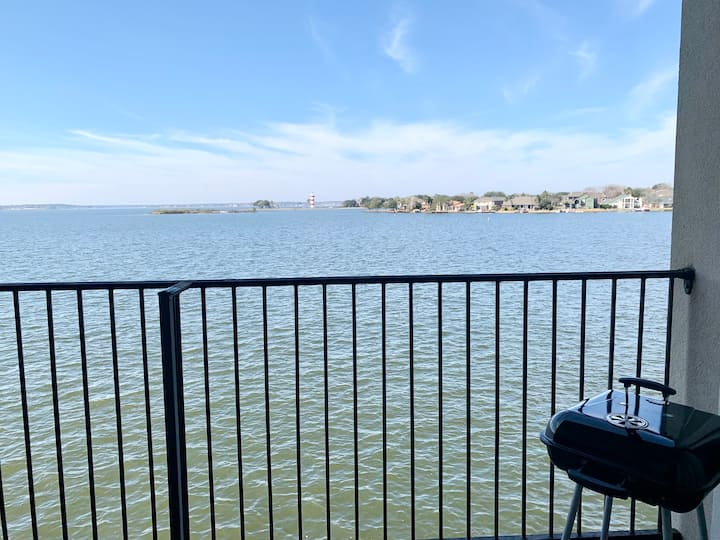 NEW LISTING!!! The Lakeside Retreat on Lake Conroe