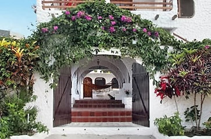 Beachside Tropical & Tranquil Boutique Hotel & Spa - La Libertad - Boutique hotel