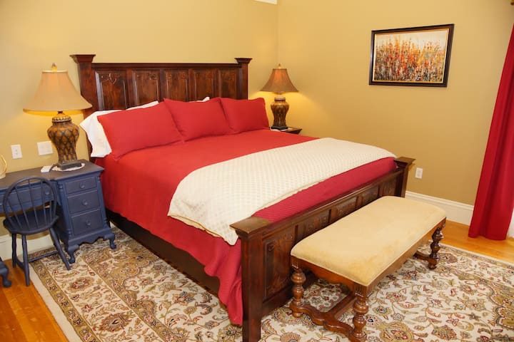Luxury King Guest Room in Grand Historic Home - Rockland - Bed & Breakfast