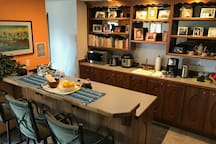 Bar/Kitchenette