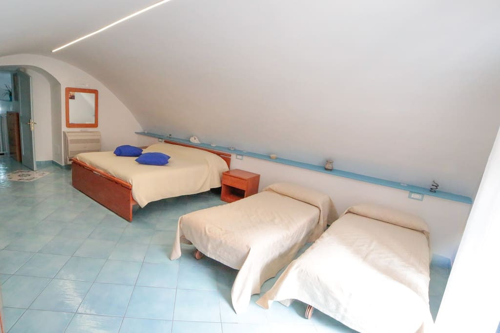 Bedroom: 1 double bed and 2 single beds