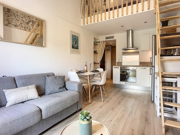 (017) Magnificent one bedroom with mezzanine, Air conditioning, Parking in