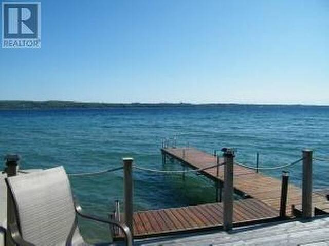 Lakefront retreat! - Wiarton