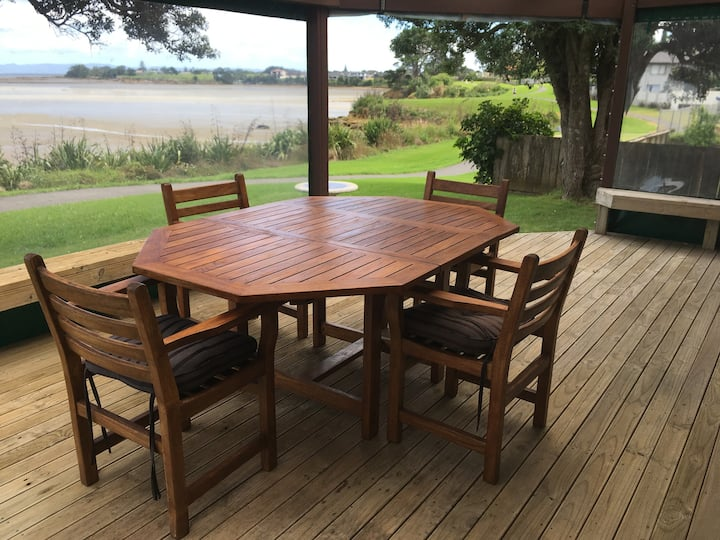Waterviews and close to Airport/Southern Motorway