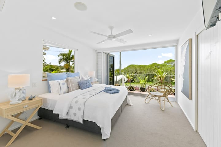 Master bedroom, King-size bed and ocean breezes...