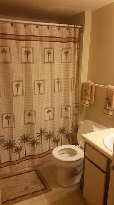 palm tree bathroom