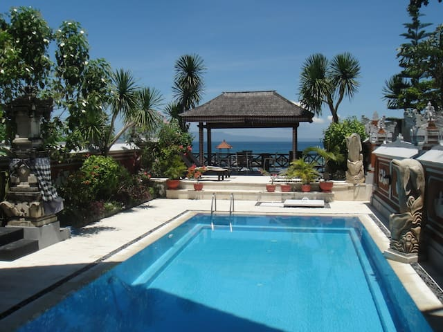 Villa Rindik - OceanFront - In Town - Private Pool