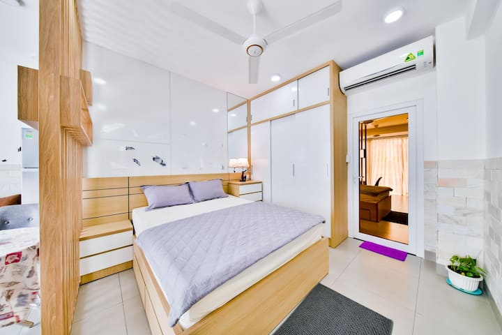 Big Balcony Apartmment close to Thao Dien