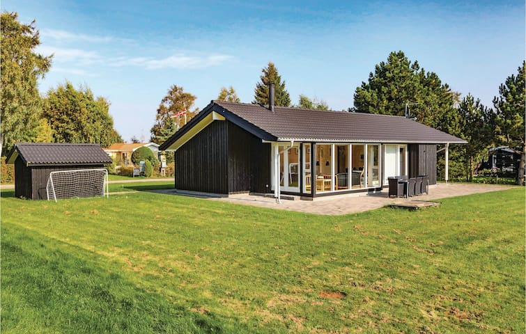 Holiday cottage with 3 bedrooms on 102m² in Højby