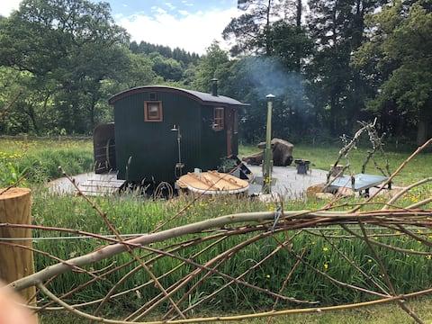 Honeysuckle Shepherd Hut~Luxury~Hot Tub