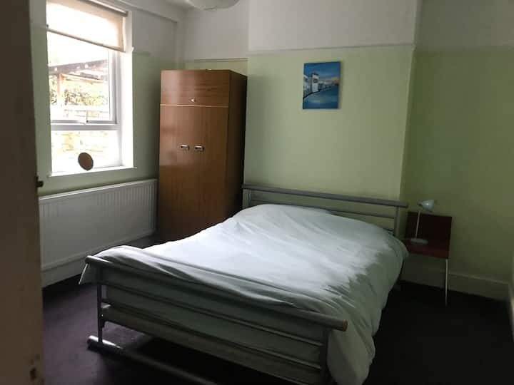 Double bed room available Mill Road