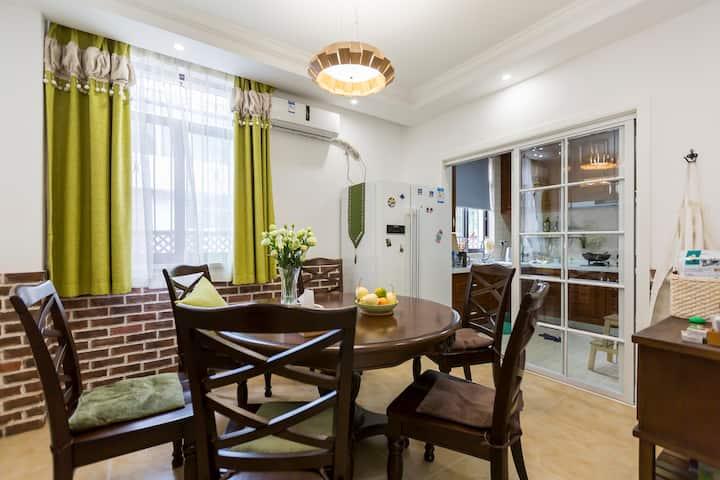 Shanghai local home stay - villa kingsize bedroom