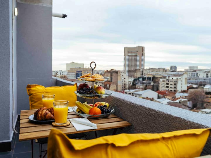Stunning views   Top Location   Netflix + Balcony