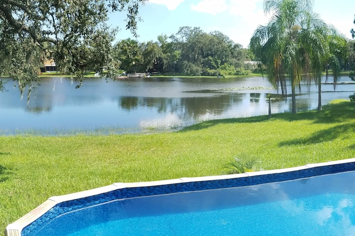 Charming, lakefront cottage-like home with pool